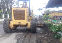 Tampak alat berat saat membersihkan saluran parit di dusun Basam, Kecamatan Barusjahe, Sabtu (16/02) 2019