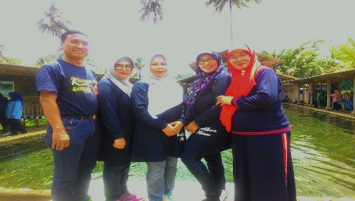Ket.photo Bersama Hj.Yoyoh Ruhimat ( Pelopor BKMM ) Camat Cisalak serta Perwakilan Para Ibu Camat ( Ketua BKMM ) kecamatan