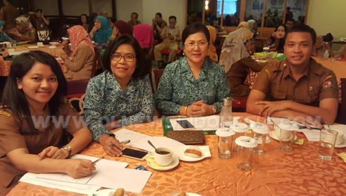 Ny.Sariati saat mengikuti Renja di Medan