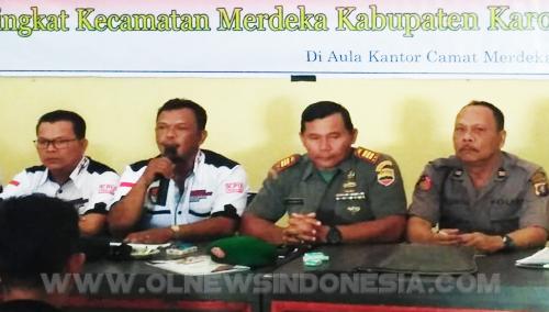 Ketua PPK Kecamatan Antoni Karo Karo membuka acara rapat Pleno penghitungan suara Pemilu 2019 di Aula Kantor Camat Merdeka Kabupaten Karo, Sabtu (20/04) 2019