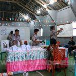 Suasana perhitungan suara di TPS 004 Desa Tonelet, Langowan