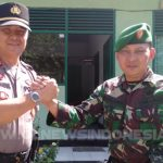 Kapolsek Langowan IPTU Mardy F C Tumanduk SH (kiri) bersama Danramil Langowan Pelda Harry Langi