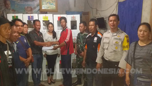 Bripka M.Arsyad dari Polsek Langowan, saat pengamanan peralatan Pemilu di Desa Temboan Kecamatan Langowan Selatan