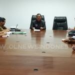 Bupati Karo Terkelin Brahmana SH Pimpin Rapat di ruang kantor Asisten Bupati Karo, Senin (15/04) 2019
