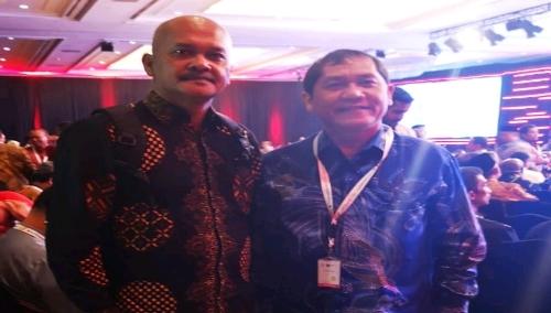 Ket foto : Bupati Karo Terkelin Brahmana SH didampingi Kepala Bappeda Ir Nasib Sianturi Msi saat berada di Hotel Shangrila Jakarta Pusat dalam mengikuti Musrenbangnas, Kamis (09/05) 2019