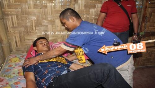 Ket foto : Salah satu Adegan rekontruksi pembunuhan terhadap M. Sinuhaji oleh Tersangka Andika Ginting di lokasi lainnya, Jumat (10/05) 2019