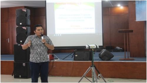 Foto : Dr Agusmanto Hutauruk MSi menyampaikan materi seminar Pendidikan Nasional
