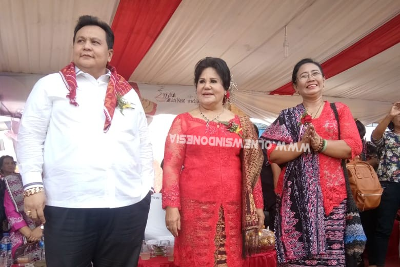 Ket foto : Wakil Bupati Karo Cory Seriwaty Br Sebayang (tengah) dalam acara Festival Bunga dan Buah