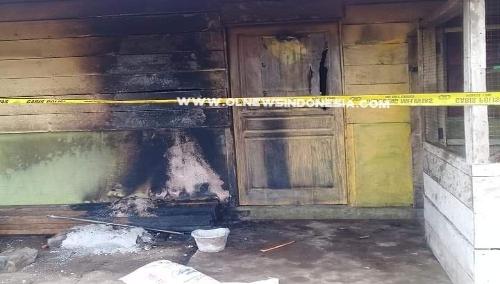Ket foto : Warkop Sekaligus tempat tinggal Korban dan keluarga yang dibakar OTK.