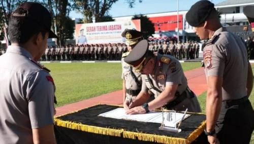 Upacara Sertijab Wakapolda Sulut Dipimpin Oleh Kapolda Sulut Irjen. Pol. DR. Remigius Sigid Tri Hardjanto, S.H., M.Si