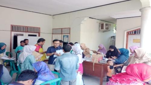 Ket foto. Suasana pendaptaran BPJS kesehatan yang di program kan oleh kantor BPJS Cibinong di kantor Pemerintahan Desa Gandoang