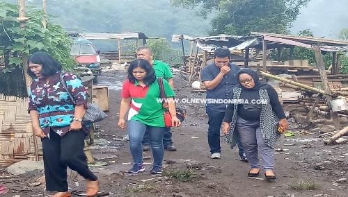Ket foto : Plt. Dinas Lingkungan Hidup mendampingi Tim Survei dari PT NSES kelokasi TPA di Desa Nangbelawan Kec Kabanjahe Kabupaten Karo, Jumat (23/08) 2019