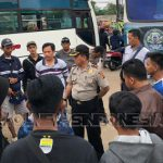 Kompol M Asep Fajar Sedang Melakukan Pengarahan Dan Pesan Kepada Suporter Persib Bandung Korwil Bogor Timur