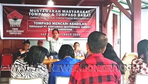 etua Presidium Aliansi Masyarakat Tompaso Raya Ferry M.K Wowor memberikan sambutan