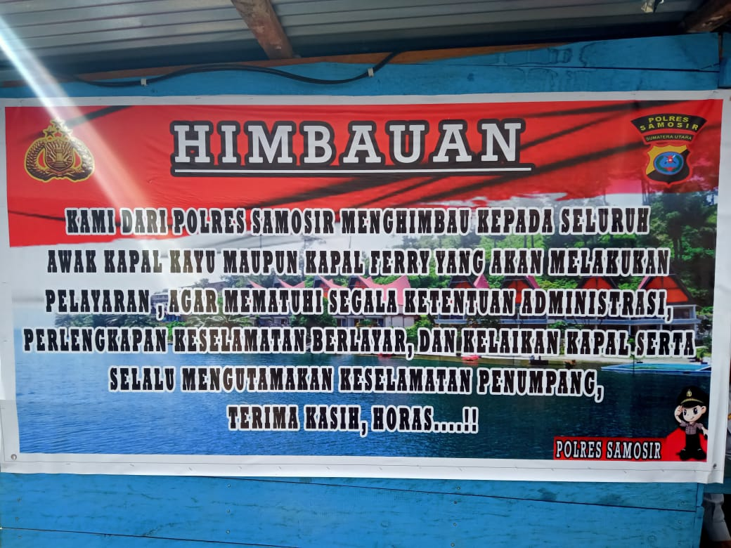 foto : Himbauan Polres Samosir kepada Pengusaha Kapal Kayu  untuk mematuhi peraturan Administrasi pelayaran, dan mengutamakan Keselamatan Penumpang.