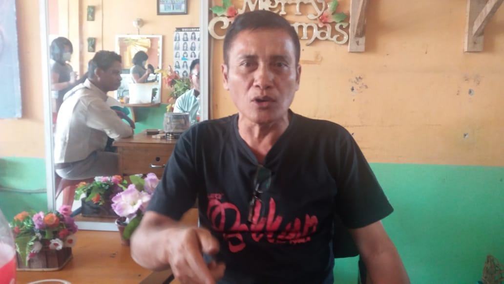foto : Saut Limbong, yang tadinya jabatan lama sebagai sekretaris Budpora, sekarang telah di Non Job kan oleh Bupati Samosir tanpa mengkedepankan PP 53 tahun 2010.