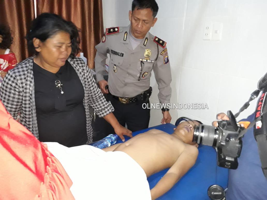 Ket foto : Ibu korban didampingi Kapolsekta Berastagi Kompol Pawang Ternalem dan Korban saat di rumah sakit Umum Amanda Berastagi,Senin (24/02) 2020 (Ist)