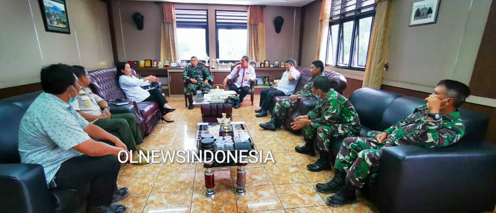 Ket foto : Bupati Karo Gelar Koordinasi dengan Dandim 0205/TK terkait Percepatan Penanganan Covid-19 di kantor Bupati Karo, Rabu (01/04) 2020 (Ist)