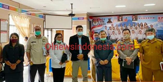 Ket foto  : Saat Bupati Karo Terkelin Brahmana SH MH bersama Komisioner KPU Karo dalam pembahasan tahapan Pilkada di Kantor KPUD KARO, beberapa waktu lalu (Ist)