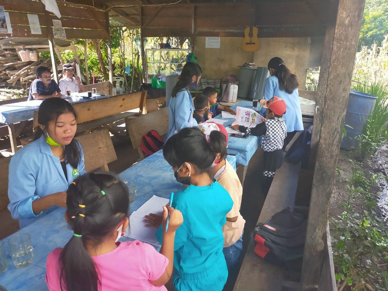 Foto : Kegiatan Belajar Mengajar Di Tengah Pandemi Covid-19,Yang di Fasilitasi Kades Lumban Pinggol.