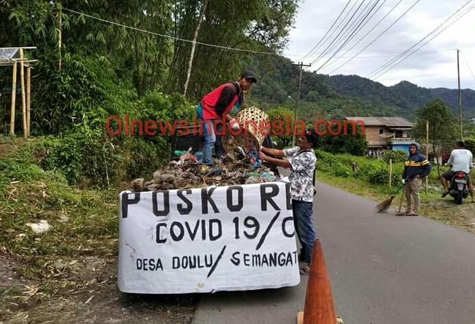 Ket foto : tampak Relawan membersihkan jalan sepanjang DTW Pemandian alam Air Panas Raja Berneh (Ist)
