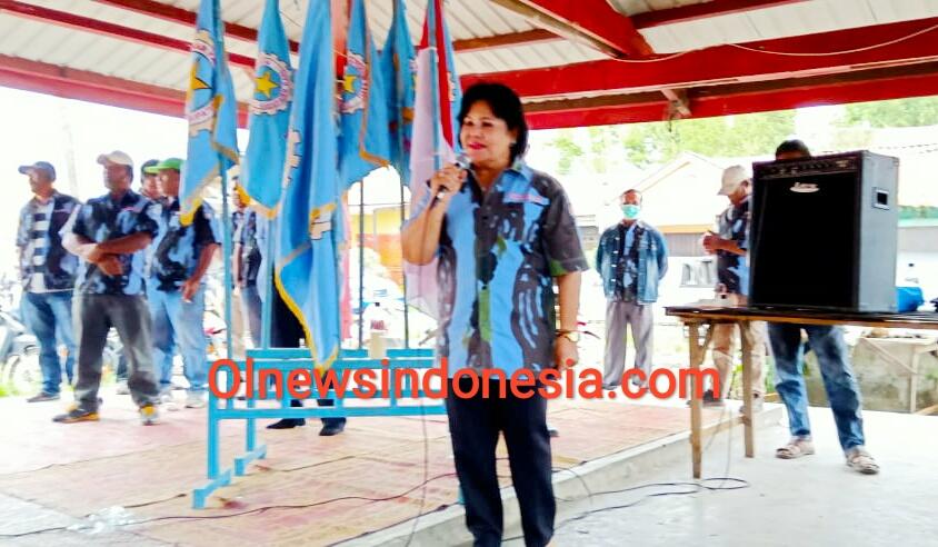 Ket foto : Cory Sebayang selaku Penasehat DPD IPK Kab Karo saat memberikan kata sambutannya dalam penyerahan SK kepengurusan IPK PAC Kecamatan Barusjahe pada Sabtu, (19/09) 2020 (Ist)