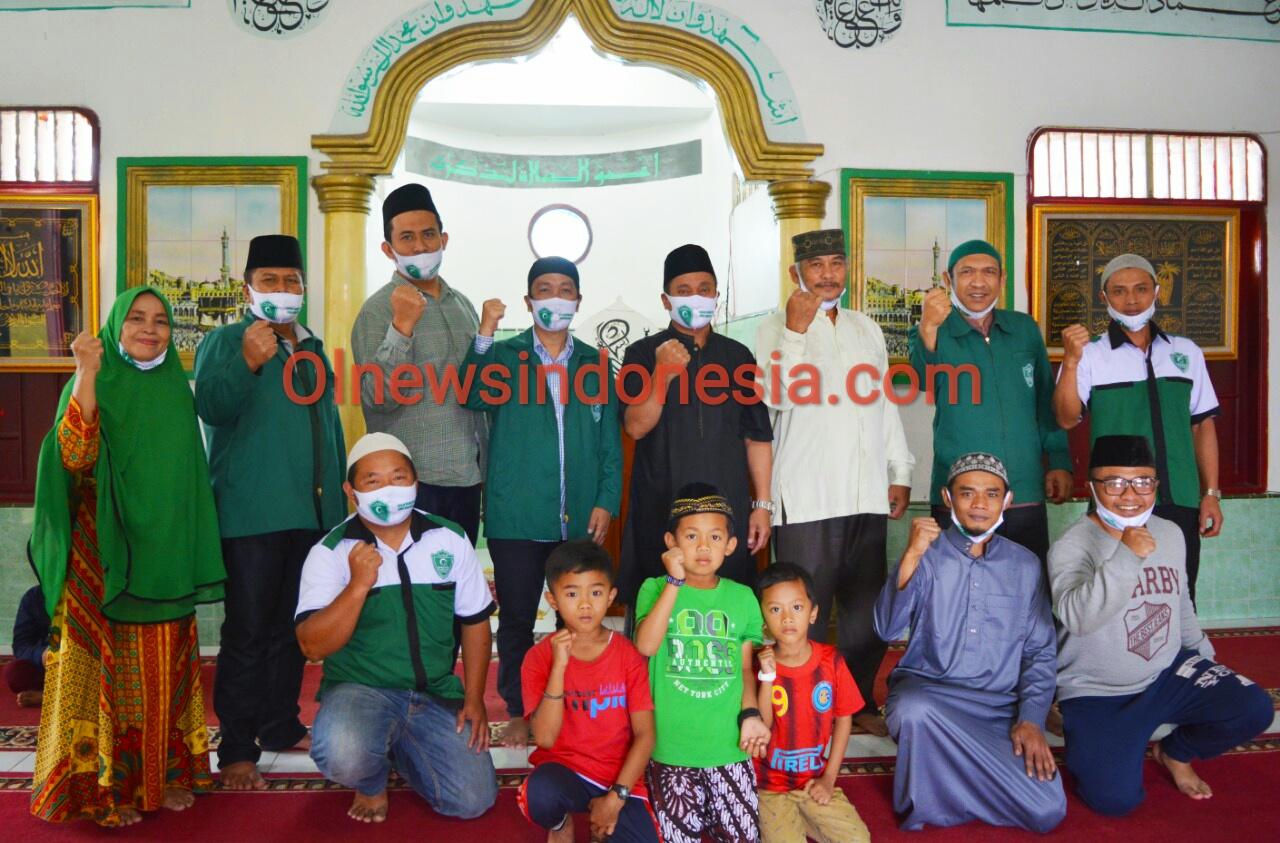 Ket foto : tampak Pengurus PC GPA Berastagi dan Pengurus BKM Mesjid berfose se usai sholat Jumat di Masjid Al-mukhlisin Dolatrayat Kec Dolatrayat Kab Karo, Jumat (16/10) 2020 (Ist)