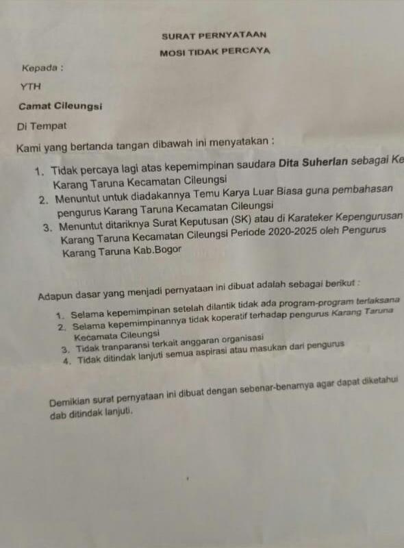 Ket foto: surat pernyataan mosi tidak percaya yang di anggap oleh Ketua umum Karang Taruna Kecamatan Cileungsi terpilih masa bakti 2020-2025 Dita Suherlan yang tidak berlandaskan.