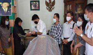 Ketua IKC Erwin Sumampouw dan Segenap Pengurus Bersama Istri Almarhum Benny Nelwan